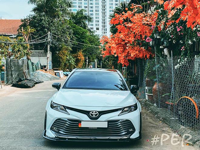 Ngắm Toyota Camry thế hệ mới độ thân rộng độc đáo tại Việt Nam - 2