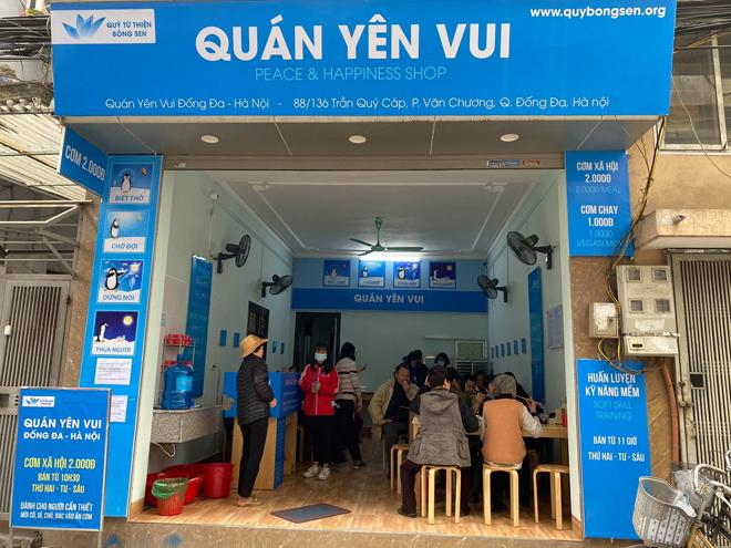 Quán cơm 2 nghìn đồng ở Hà Nội: Ăn cơm gia đình, đầu bếp 5 sao phục vụ - 1