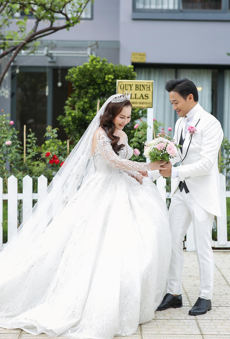 Quý Bình lái xe sang, làm hành động bất ngờ với vợ doanh nhân trong tiệc cưới ở Phú Quốc - 6