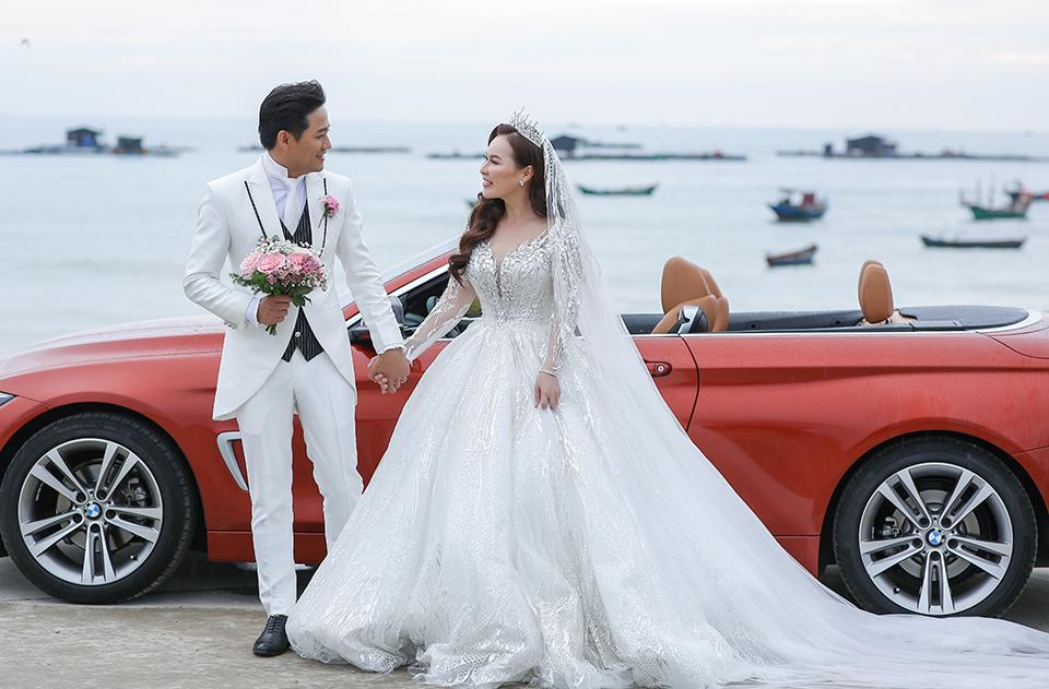 Quý Bình lái xe sang, làm hành động bất ngờ với vợ doanh nhân trong tiệc cưới ở Phú Quốc - 9