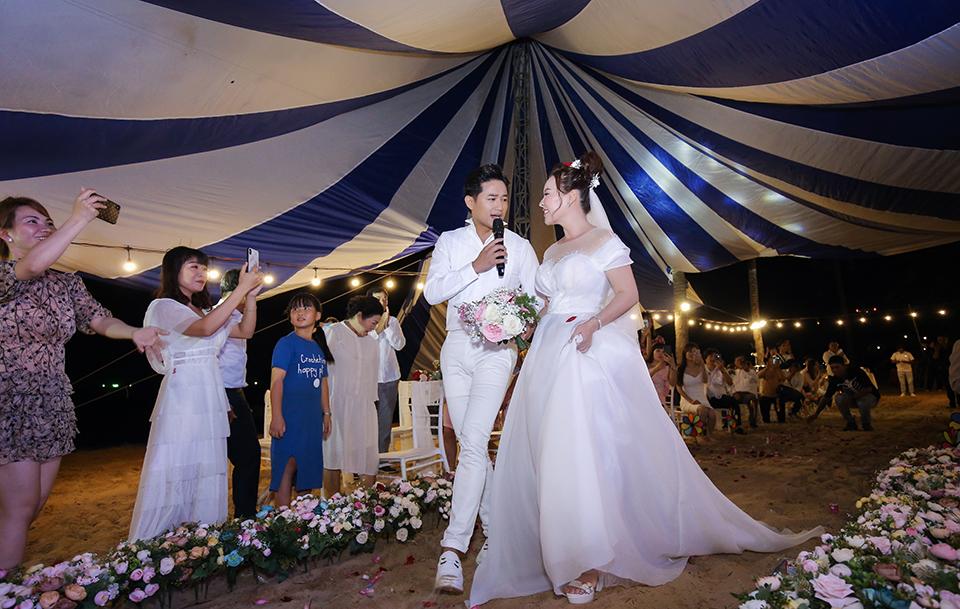 Quý Bình lái xe sang, làm hành động bất ngờ với vợ doanh nhân trong tiệc cưới ở Phú Quốc - 12