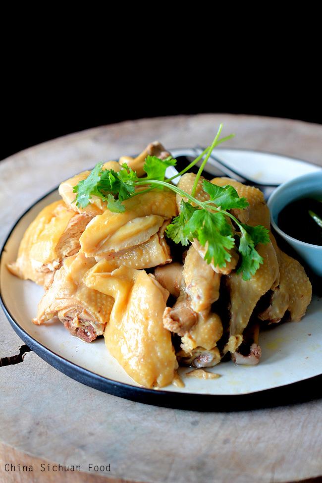 """Cách luộc gà da vàng giòn, thịt mềm ngọt và loại đồ chấm """"đỉnh của chóp"""" - 1"""