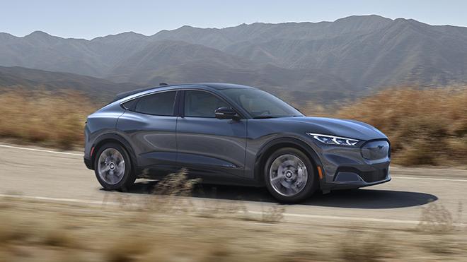 Điểm danh 10 mẫu SUV hạng sang nhanh nhất thế giới năm 2020 - 4