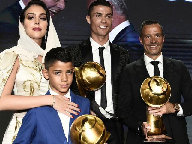 Ronaldo tập gym cùng Hoàng tử Ả Rập, tranh 2 giải lớn với Messi và Lewandowski