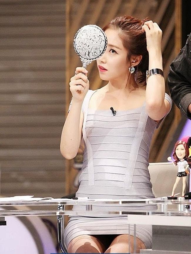 Các MC Hàn Quốc không chỉ nổi bật với vẻ ngoài xinh đẹp, cáchdẫn sóng chuyên nghiệp mà còn gây ấn tượng với gu ăn mặc.