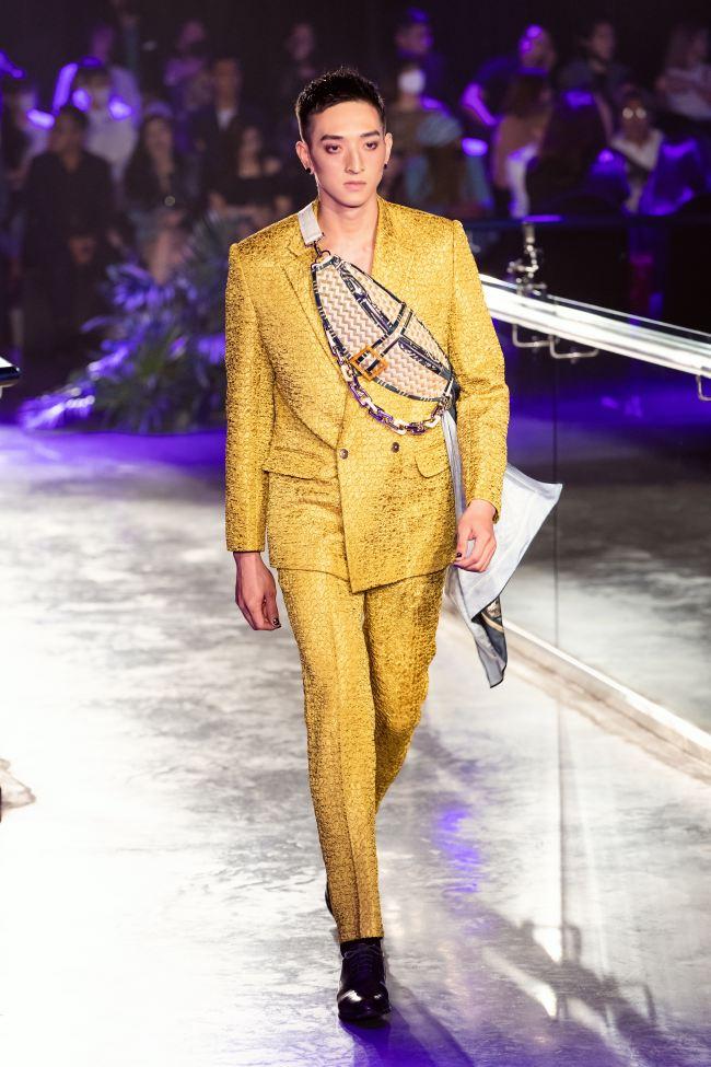 Mẫu nhí mang trăn khổng lồ, Võ Hoàng Yến lên đồ cắt xẻ trong show thời trang - 9