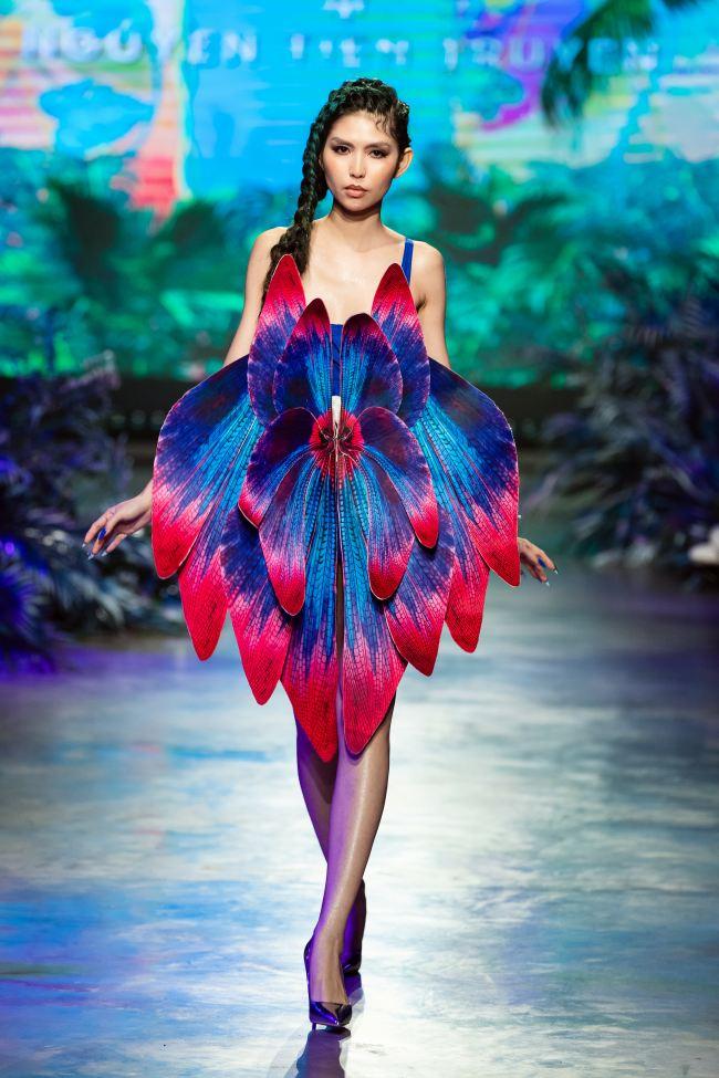 Mẫu nhí mang trăn khổng lồ, Võ Hoàng Yến lên đồ cắt xẻ trong show thời trang - 8
