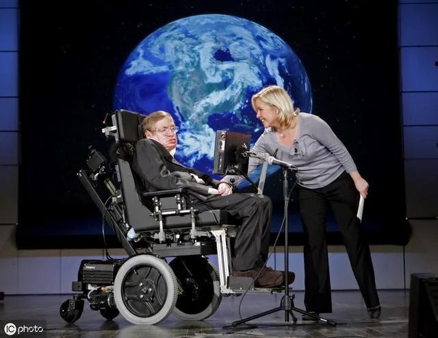 4 bài học của thiên tài Stephen Hawking đáng để các bậc cha mẹ suy ngẫm - 1