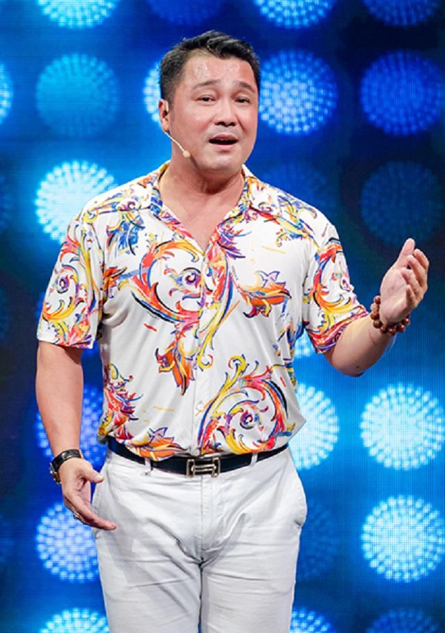 Có một thời gian phim ảnh đi xuống, Lý Hùng chuyển qua đi hát và được khán giả hưởng ứng nồng nhiệt.