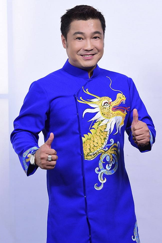 Sau 30 năm trong nghề, tích lũy được kinh nghiệm và một số vốn nhất định, Lý Hùng quay về điều hành hãng phim Lý Huỳnh cùng gia đình.