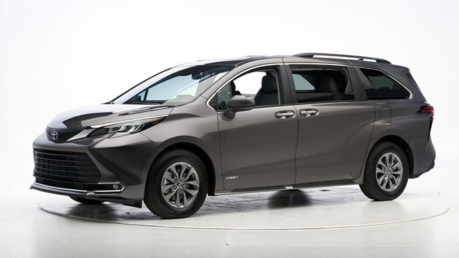 Xe gia đình Toyota Sienna mới nhận được điểm cao trong các bài đánh giá IIHS - 1