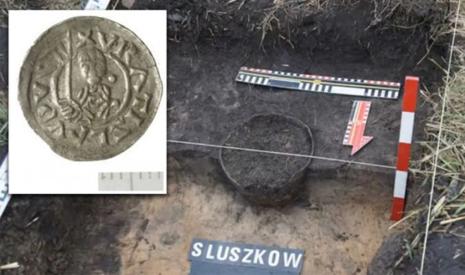 Đào bới cánh đồng, phát hiện kho vàng của công chúa thời Trung Cổ - 1