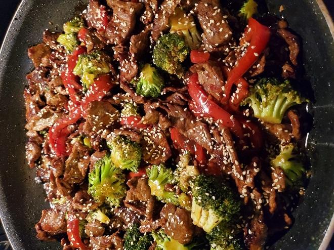 """Loại rau là """"vua chống ung thư"""" xào cùng thịt bò thành món siêu ngon, bổ dưỡng - 1"""