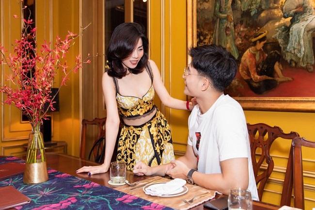 Từ sau khi ly hôn với ông chủ phòng trà, mọi động thái của Lệ Quyên đều được cộng đồng mạng quan tâm, đặc biệt là mối quan hệ với người mẫu Lâm Bảo Châu.