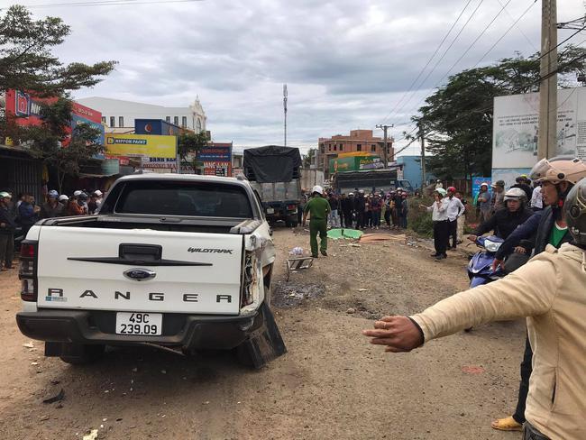 Xe tải đâm liên hoàn vào 5 xe ô tô đậu bên lề đường, 2 cô gái tử vong - 1