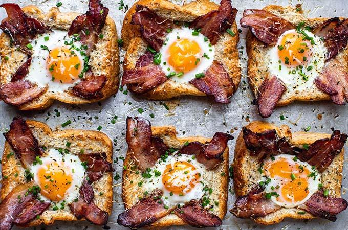 Cách làm bánh mì sandwich trứng thịt xông khói siêu nhanh cho bữa sáng - 1