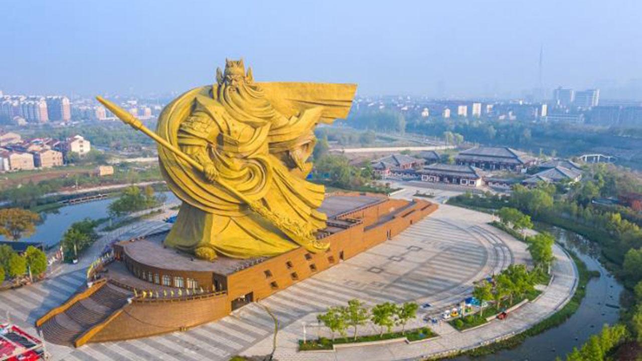 """TQ: Hồ Bắc chi """"tiền tấn"""" di dời tượng Quan Công khổng lồ, dân thấy khó hiểu - 1"""