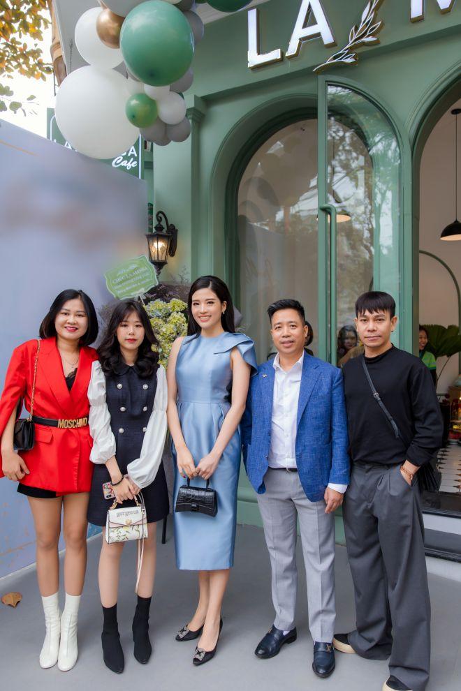 Hoa hậu Phan Hoàng Thu nổi bật khi đi sự kiện cùng con trai - 1